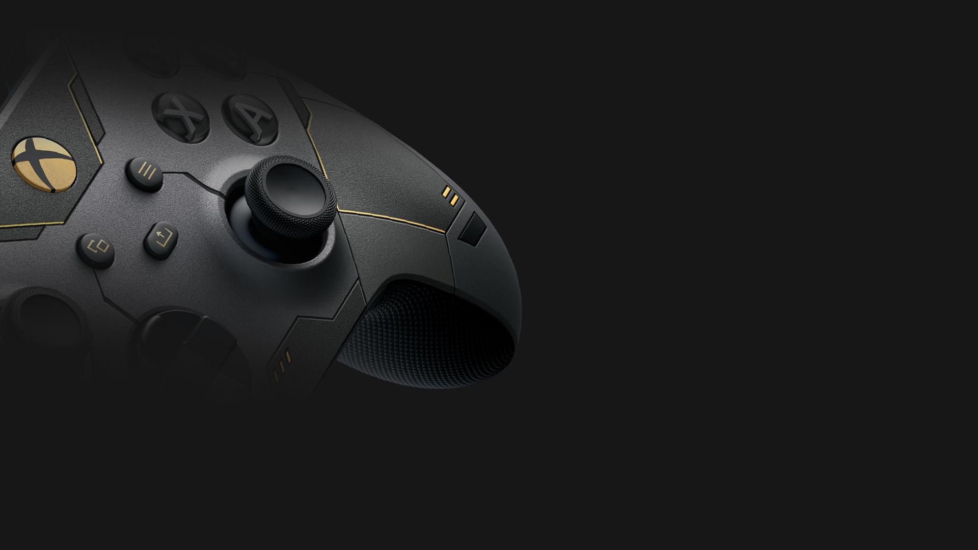Vista angolare laterale del Controller Wireless per Xbox Halo Infinite in edizione limitata